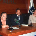 """Presentación del libro """"Riqui-raca 1.0"""" junto a Elsa López y José Zenón Ruano en el Salón de Actos de la Mutua de Accidentes de Canarias (SC de Tenerife). Fotografía de Laureano de Lorenzo."""